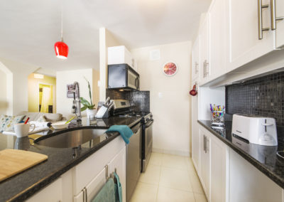 Spacious kitchen with breakfast bar in Rittenhouse Square apartment