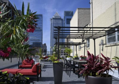 Furnished rooftop terrace at Rittenhouse Square apartments in Philadelphia